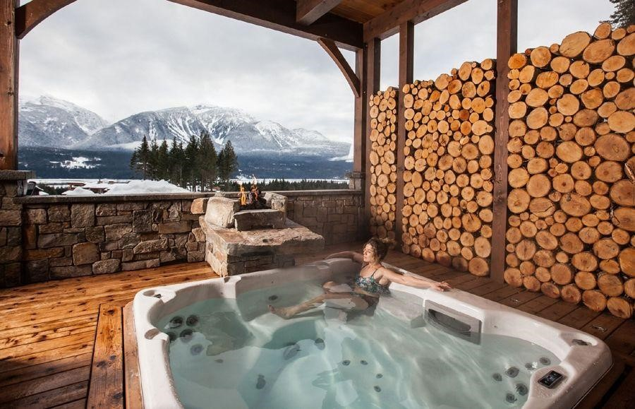 Bison Lodge, Revelstoke